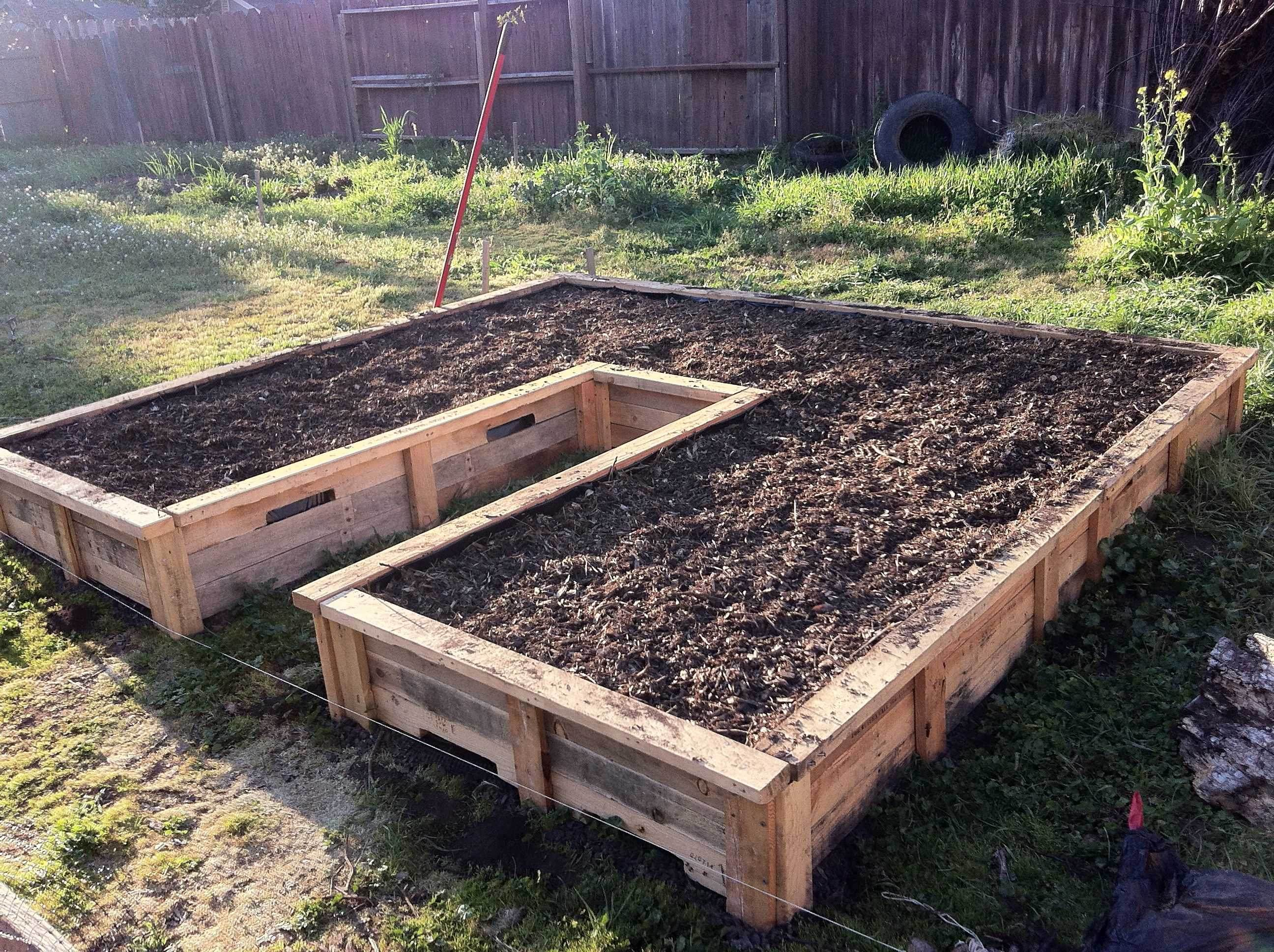 12 diy raised garden bed ideas for Gardening using pallets