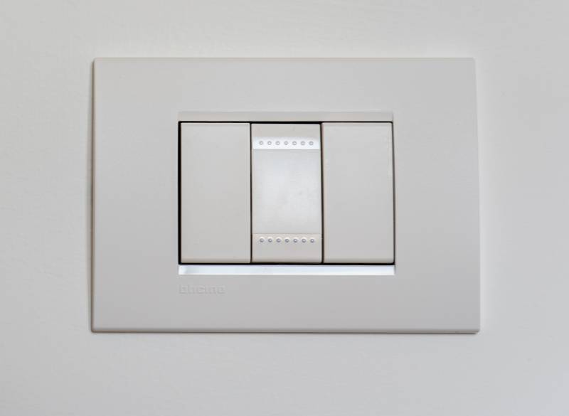 Fixing A Light Switch That Won't Turn Off